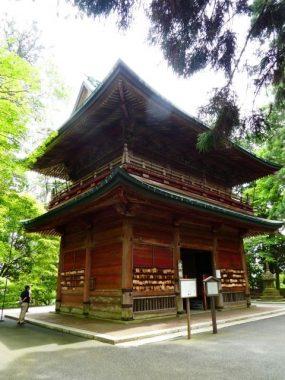This image has an empty alt attribute; its file name is enryaku-ji-gate-285x380.jpg