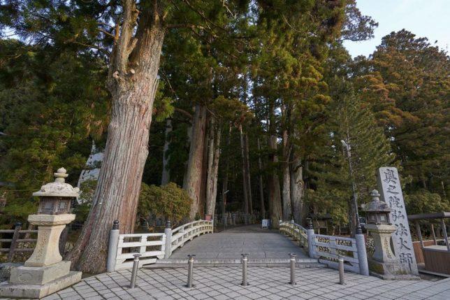 okuno-in ichi-no-hashi